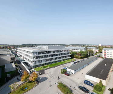 AllesWirdGut Architektur: Center for Technology and Design en St.Pölten, Austria