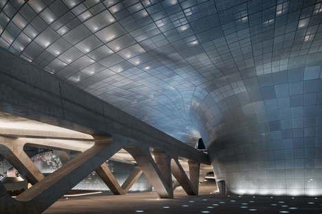 Zaha Hadid Architects: Dongdaemun Design Plaza, Seúl, Corea