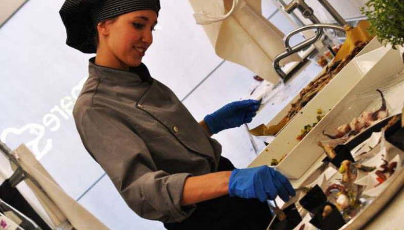 AmareMare elige revestimientos ACTIVE FMG y Hilite Metal XXL Iris Ceramica
