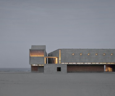 Vector Architects Seashore Library biblioteca sull'oceano