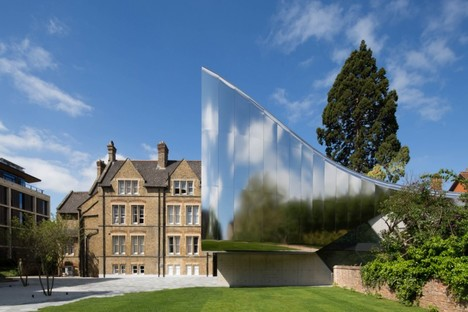 Zaha Hadid Architects Investcorp Building photo by Luke Hayes