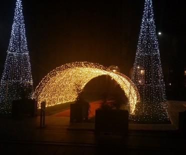 Construcciones de luces en las ciudades en invierno