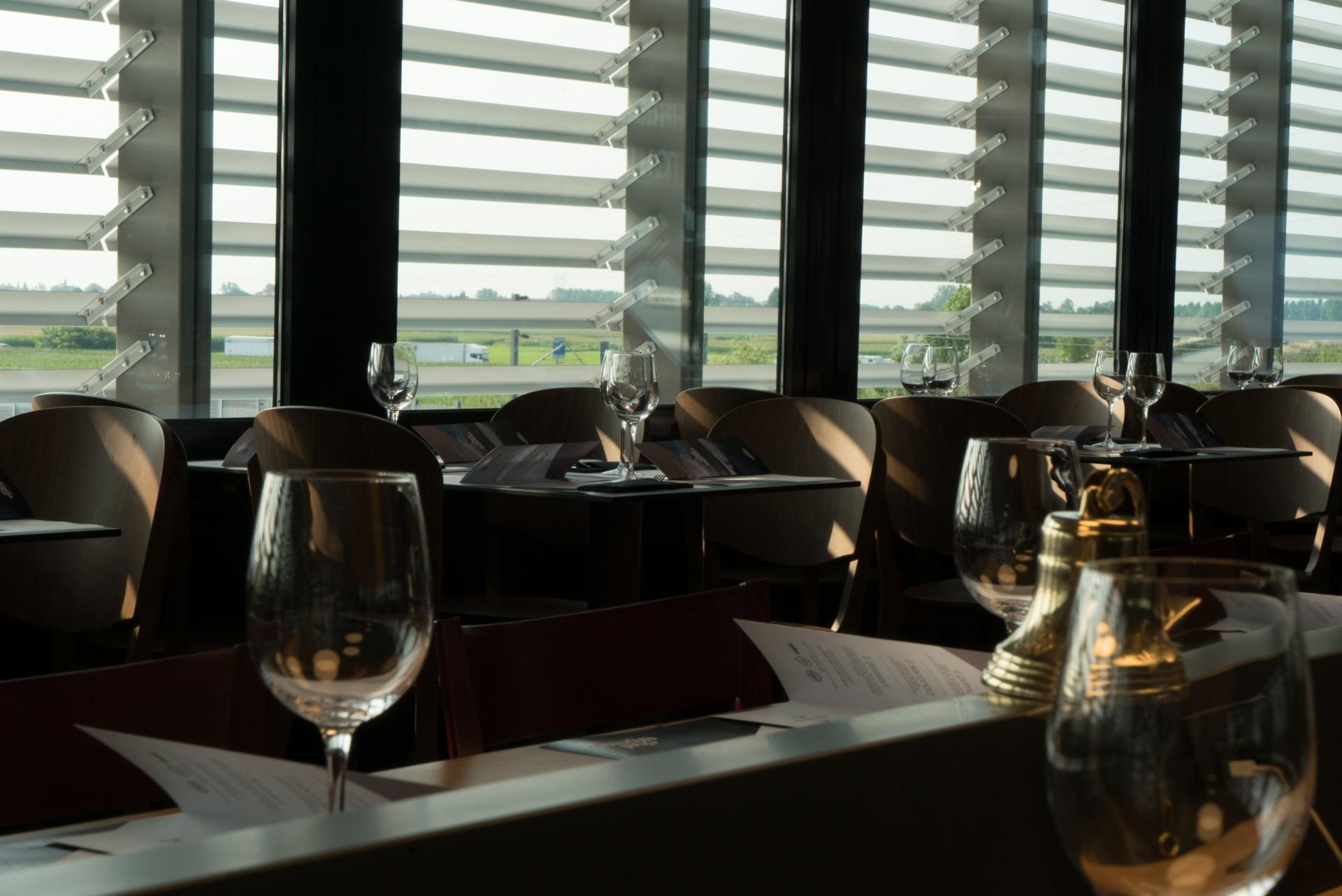 Iosa Ghini Associati nueva área de servicio de tipo puente-restaurante en Novara