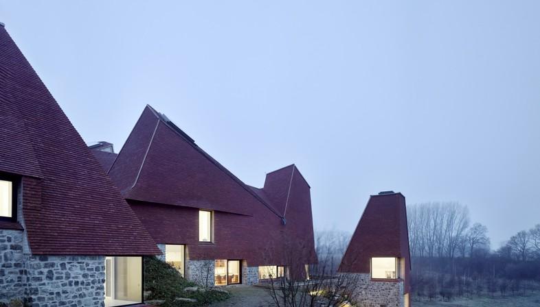 Macdonald Wright Architects Caring Wood una casa de campo del siglo XXI