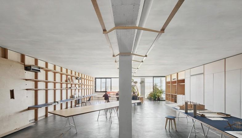 APPAREIL e ILABB interior con paredes equipadas