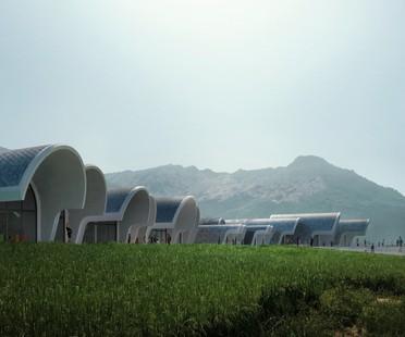 Zaha Hadid Architects Lushan Primary School entre China y Milán