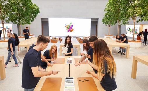 Foster + Partners, Apple Piazza Liberty, Milán
