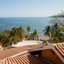 Main Office proyecta una casa inmersa en el paisaje tropical en México