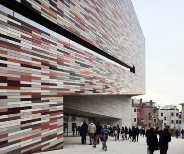 Sauerbruch Hutton M9 el museo multimedia del siglo XX de Venecia Mestre