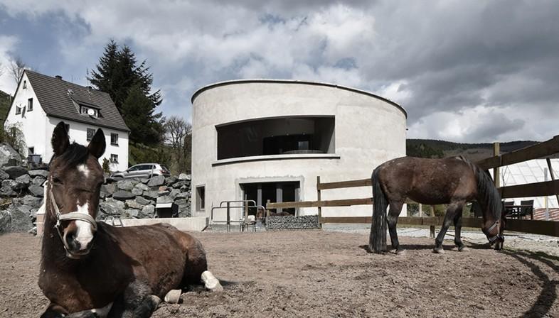 Christoph Hesse Architects Villa F una casa off-the-grid