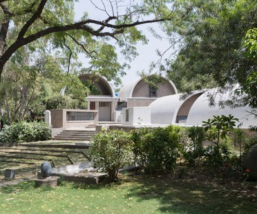 Exposición Balkrishna Doshi Architecture for the People