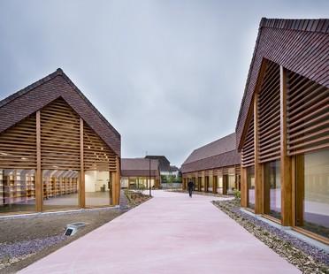 Lemoal Lemoal Architectes polo social y cultural Gonzague Saint Bris en Cabourg