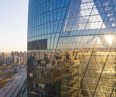 Zaha Hadid Architects completado el Leeza SOHO en Pekín