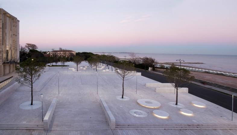 C+S Architects una intervención urbana en la Piazza del Cinema, Lido de Venecia