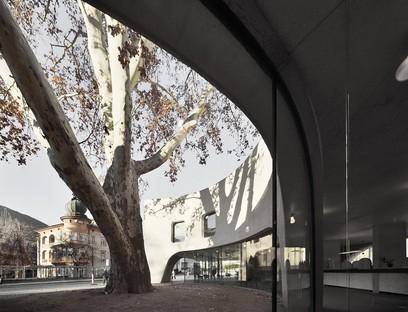 MoDusArchitects TreeHugger un volumen escultórico para la Oficina de Turismo de Bresanona