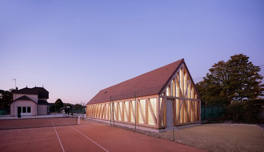 Lemoal Lemoal Architectes Nuevos vestuarios para el Garden Tennis de Cabourg