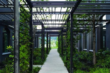Lissoni & Partners arquitectura, naturaleza e industria en el lago - Sede social Fantini en Pella