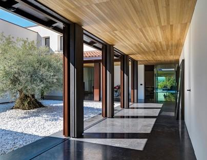 Federico Delrosso Villa Alce en Biella un espacio contemporáneo inmerso en la vegetación