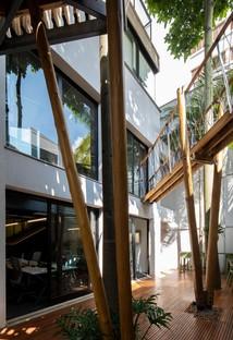 """Superlimão nueva sede de Populos en São Paulo con una """"casa en el árbol"""""""