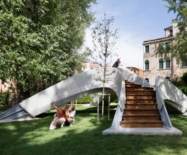 Striatus un puente de arco imprimido en hormigón en 3D en Venecia