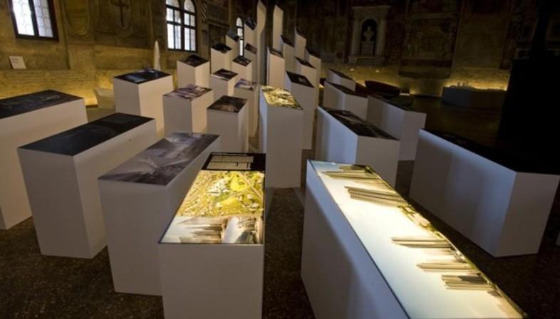 Mesa de la arquitectura y exposicion de zaha hadid - Mesas de arquitectura ...