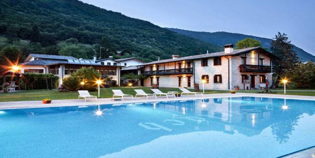 Daniele menichini se inspira en el bosque para el hotel ai for Beyazit han suites