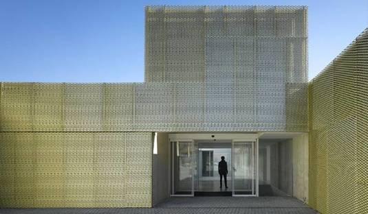 Centro Madrid Salud de Usera by María Hurtado de Mendoza