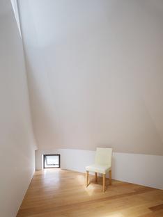Fujiwarramuro Architects: edificio residencial en Matsubara, Osaka