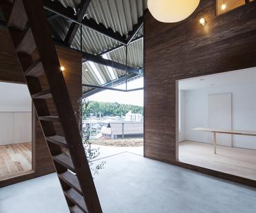 La Rain Shelter House de y+M design en Yanogo (Japón)