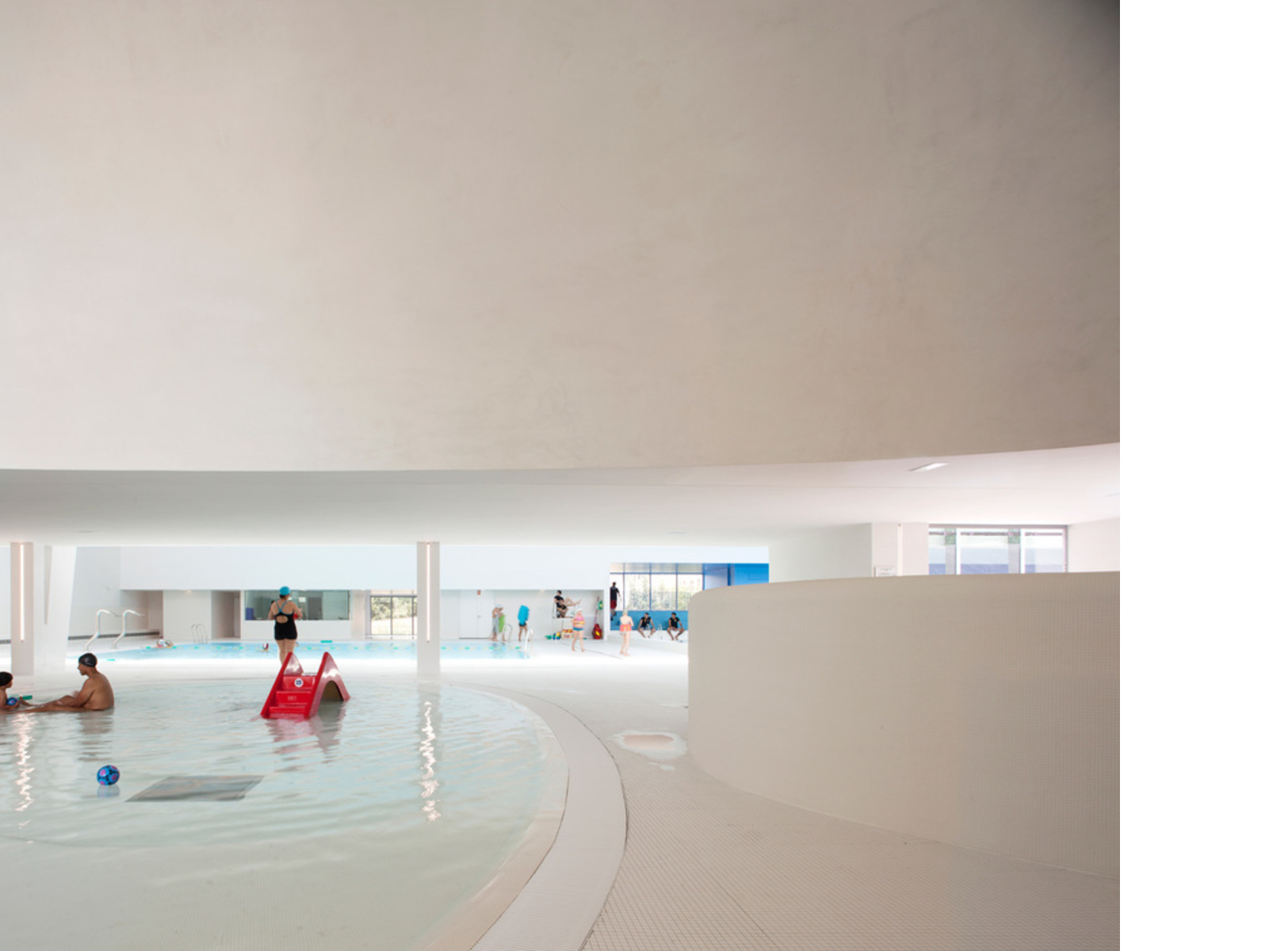 Dominique Coulon reestructura la piscina municipal de Bagneux, París