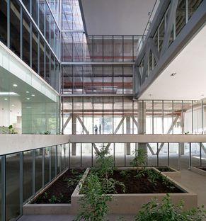 Undurraga Deves Arquitectos y las oficinas Santa Ana en Santiago