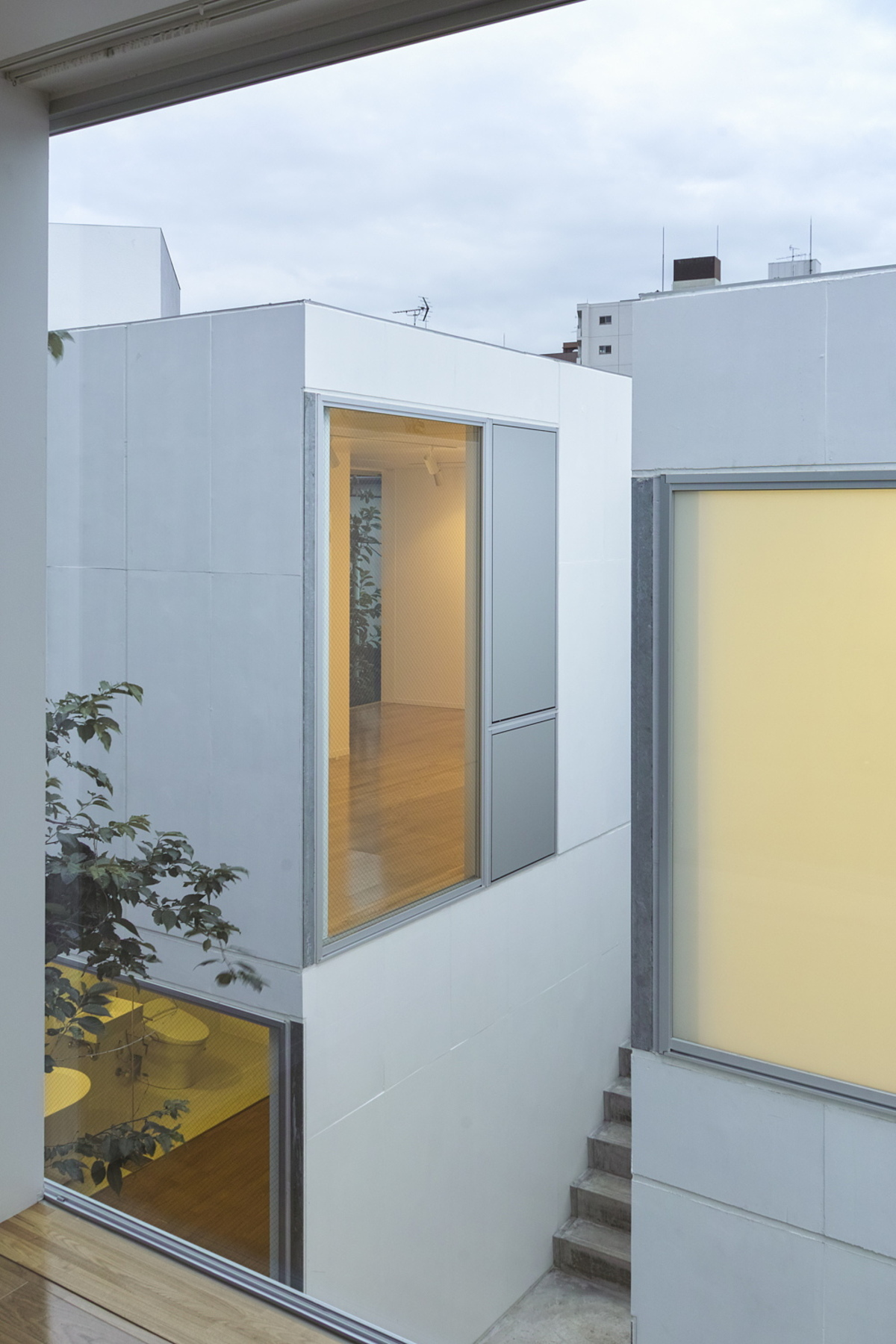 Chiba Manabu: Sugar housing en una galería de arte en Tokio