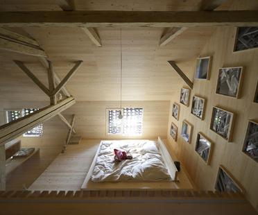 OFIS architects: Pajar - Apartamento turístico alpino en Bohinj, Eslovenia