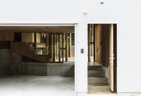 y+M: Folding wall - stepped floor casa en Naruto City (Japón)