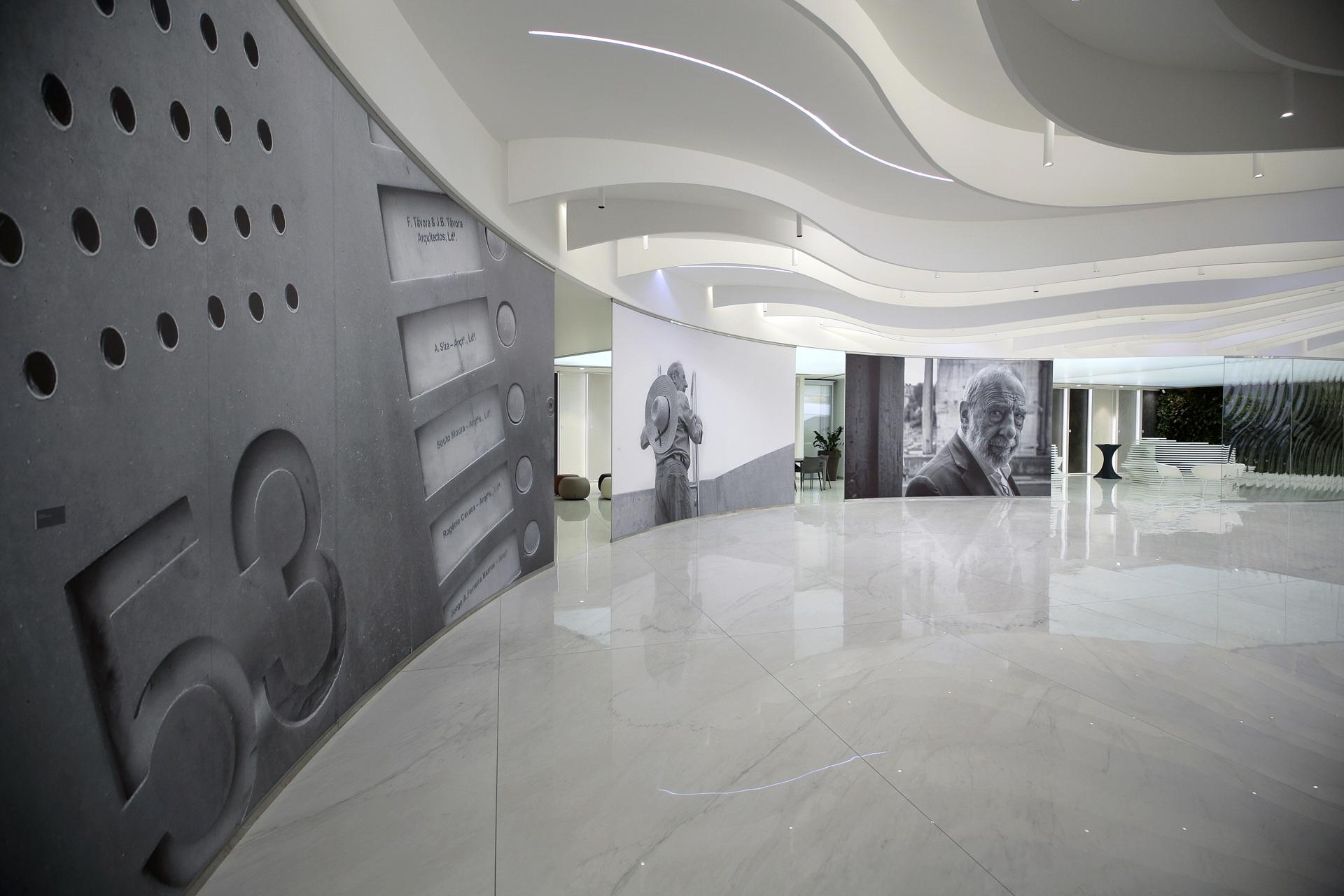 """""""Alvaro Siza. Viagem sem programa"""" entrevista a los comisarios"""