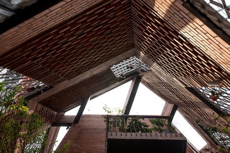 H&P Architects: Brick Cave en Hanoi