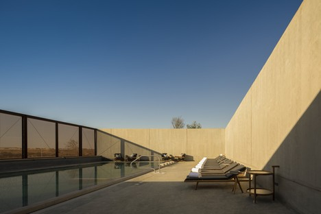 Anarchitect: Al Faya Lodge en el desierto de Sharjah, Emiratos Árabes