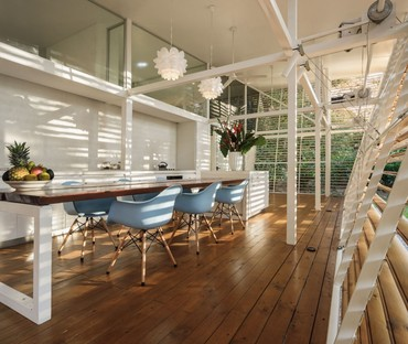 Casa Sin Huella de Schütte e A-01, vivienda replicable para naturalezas selváticas