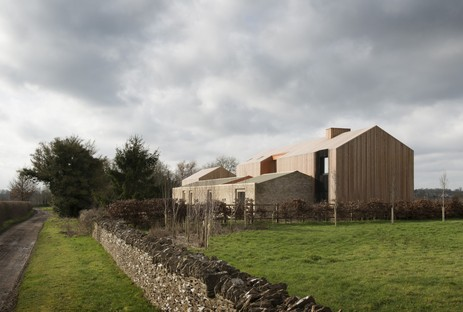 Bureau de Change: Long house en los montes Cotswolds