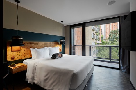 Plan:b arquitectos: Hotel Click Clack en Medellín