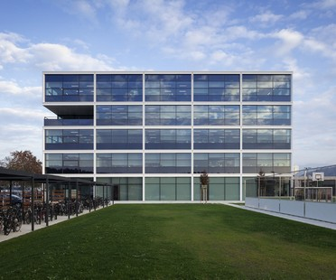 Stryker Innovation Center proyectado por HENN Architects en Friburgo