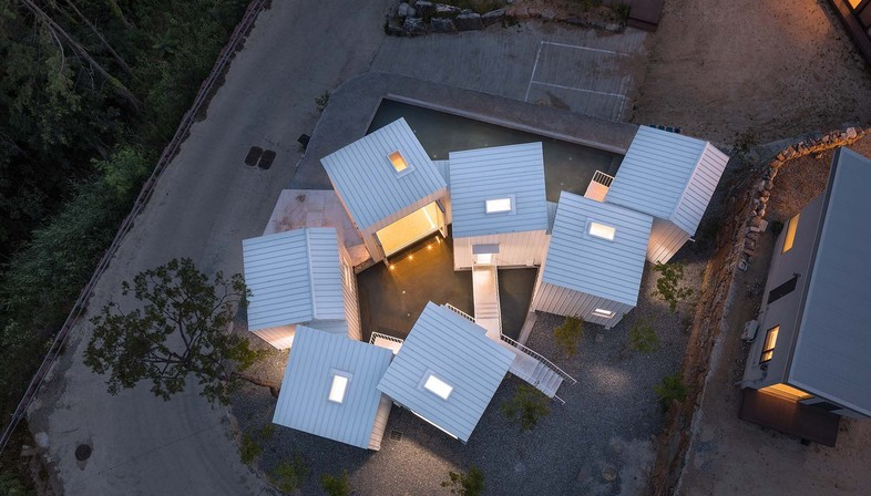 Floating Cubes, por Younghan Chung Architects