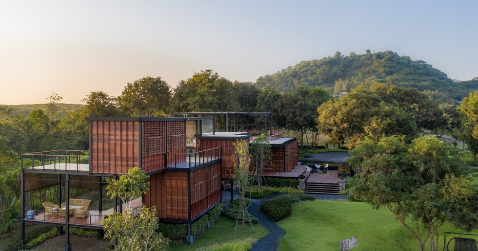 TA-CHA Design: Binary Wood House, Pak Chong, Tailandia