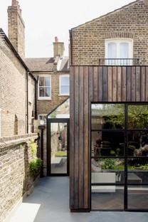 Charred Garden House por Trellik, en Londres