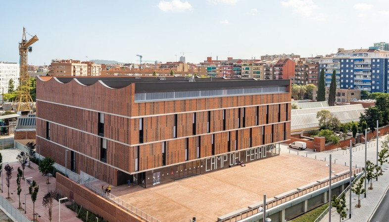 AIA+Barceló-Balanzó+GGG: Centro Camp del Ferro, Barcelona