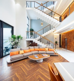 Cantilever House de Zero Energy Design Lab