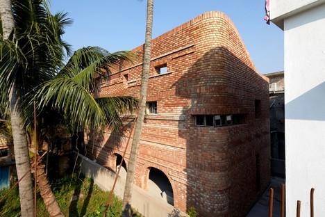 Abin Design Studio: Gallery house en Bansberia, Bengala Occidental, India