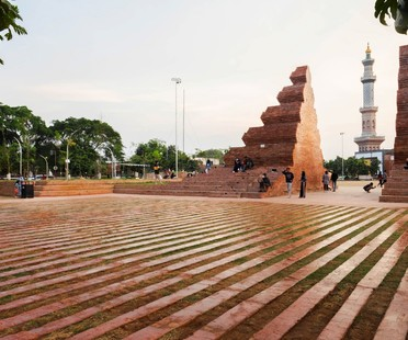 SHAU: Plaza Alun-alun Kejaksan, Cirebon, Indonesia