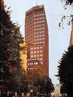 Hans Kollhoff: Torre para oficinas,<br> Potsdamer Platz, Berlín, 1997-2000