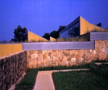 J. N. Baldeweg: museo y centro de estudios de las cuevas de Altamira, 2000